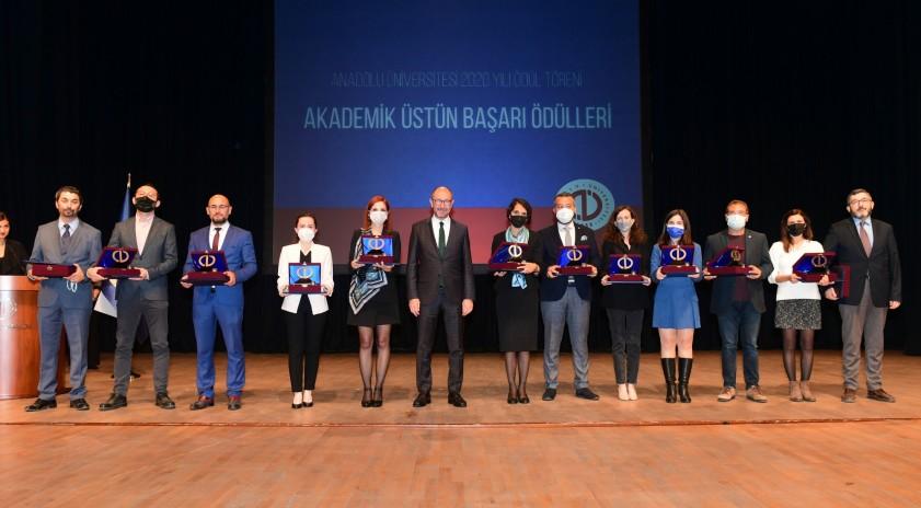 Anadolu Üniversitesi Akademik Performans Ödülleri sahiplerini buldu