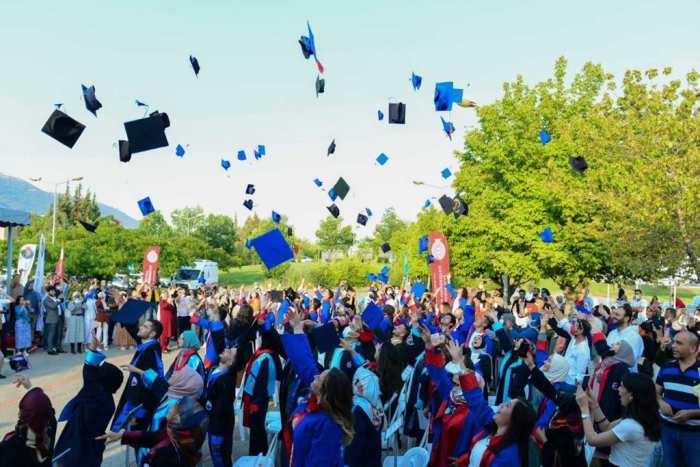 """Bakan Yanık: """"Bu yıl içerisinde üniversite öğrencilerimize 1,5 milyon TL tutarında destek verdik"""""""