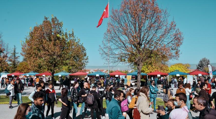 Anadolu Üniversitesi'nde Öğrenci Kulüpleri Şenliği coşkusu
