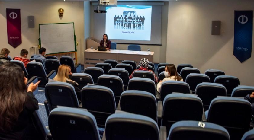 Anadolu Üniversitesi Aday Memurlara Hizmet İçi Eğitim Programı başladı