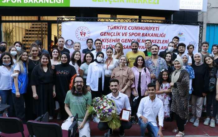 Gençlik ve Spor Bakanlığı Tepebaşı Gençlik Merkezi 'Sahnesizler' konseri düzenledi